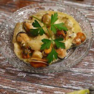 Cassolette de pétoncles et moules,  sauce homardine, tagliatelles de légumes