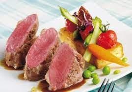 Noisettes d'agneau , jus de réglisse, printanière de légumes